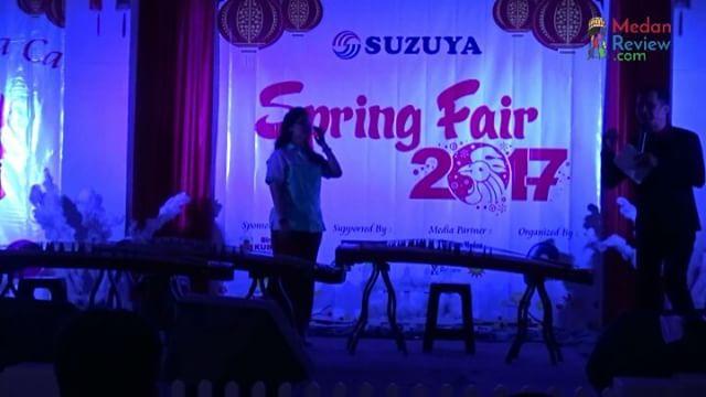 Pembukaan Suzuya Spring Fair 2017 Dimeriahkan Dengan Penampilan Kecapi Tiongkok (Guzheng)
