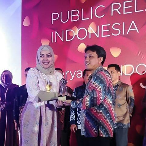 Tim PR XL Axiata Sebagai Media Relation Terbaik di The 2nd PR INDONESIA Awards (PRIA) 2017