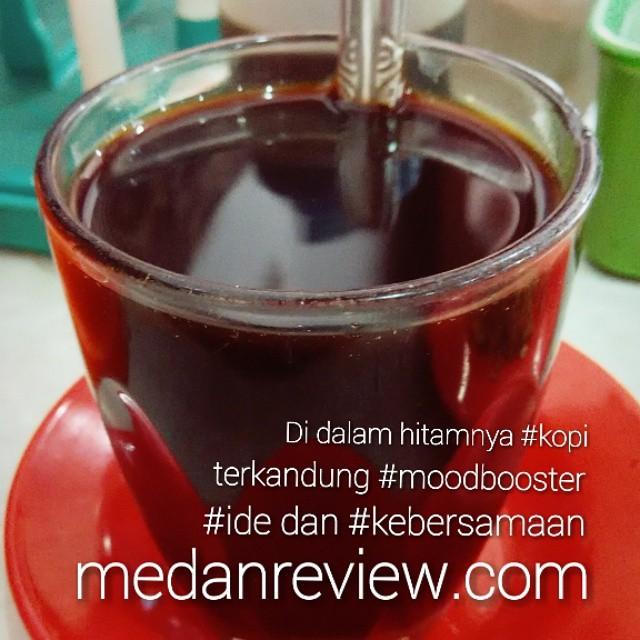 Di dalam hitamnya #kopi, terkandung #moodbooster, #ide dan #kebersamaan Selamat pagi, happy weekend sob... #medanreview