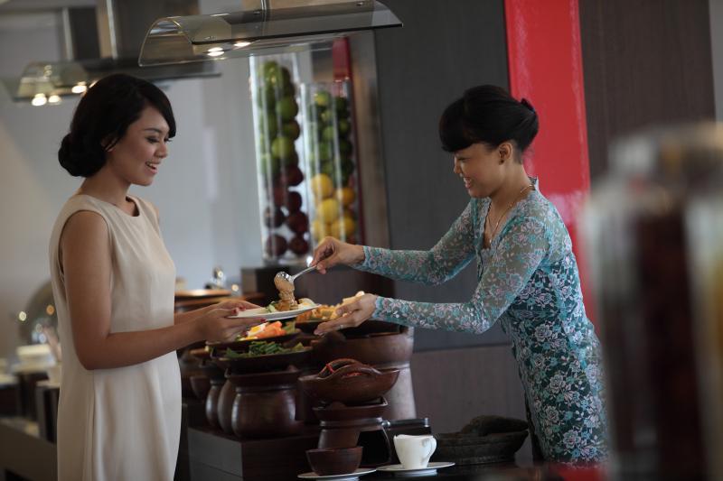 Santika Premiere Dyandra Medan : Menjelajah Indonesia Dari Menu Berbuka Puasa