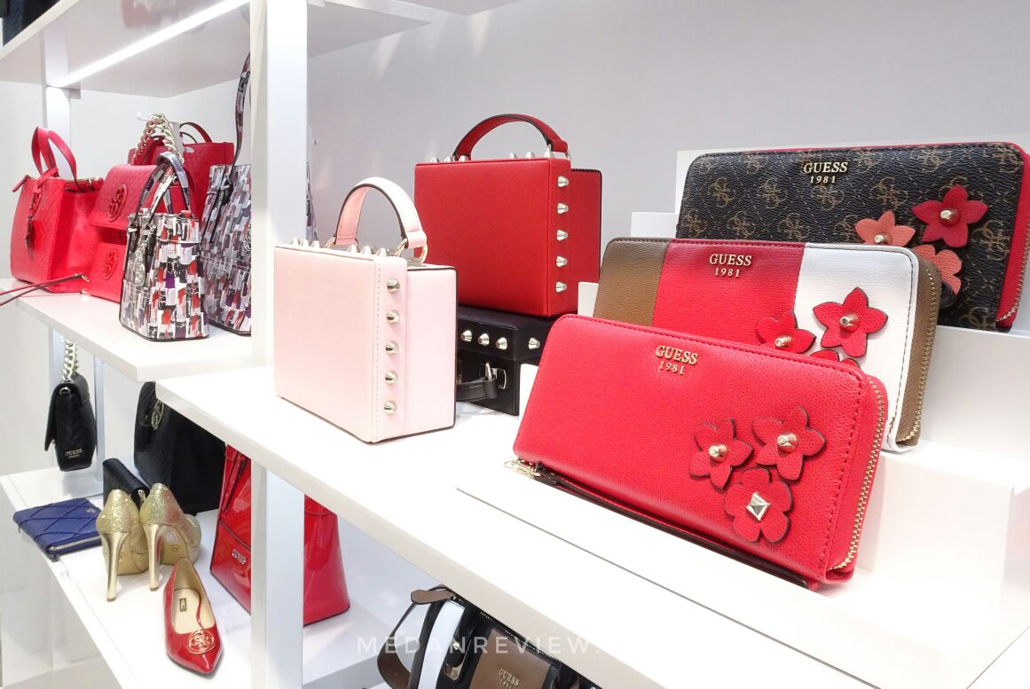 Koleksi Sepatu, Hand Bag di GUESS Accessories Mall Centre Point Medan