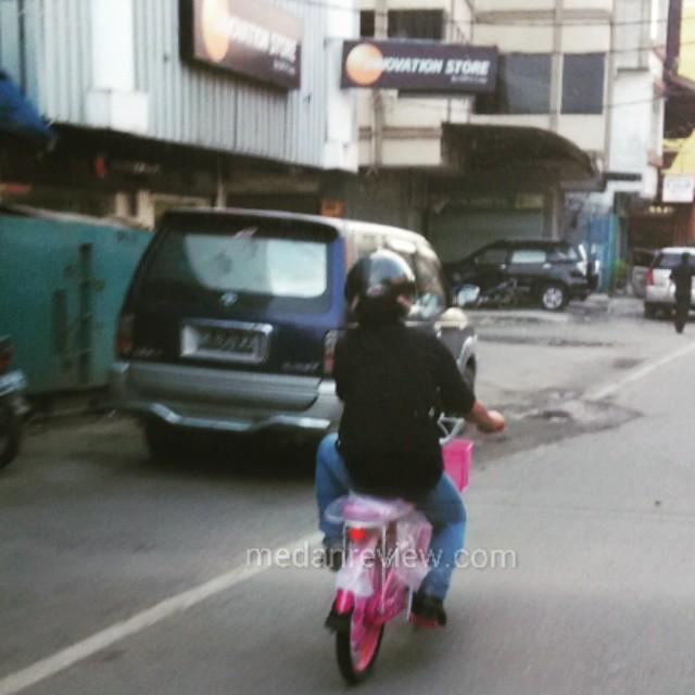 Si Om dan Sepeda Pink