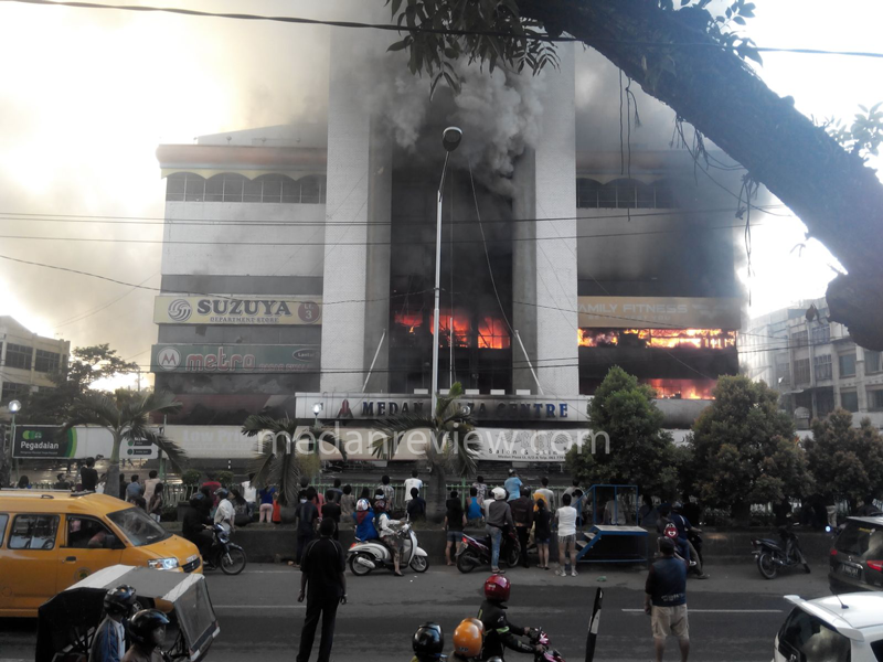 Medan Plaza Terbakar Hebat